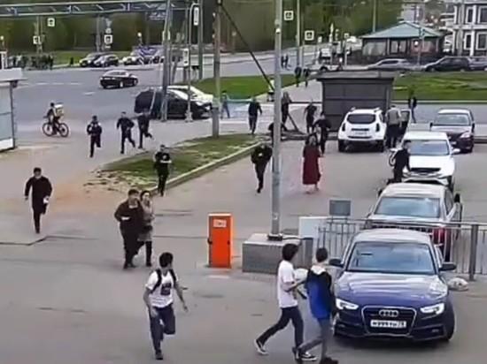 """Сотня мигрантов в Петербурге устроила """"догонялки"""" с битами и арматурой"""