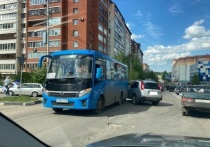 Днем 15 мая в Туле на Улице Степанова произошла дорожная авария