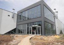 Сегодня, 15 мая, губернатор Тульской области Алексей Дюмин посетил строящийся объект – будущий ледовый дворец в Зареченском округе