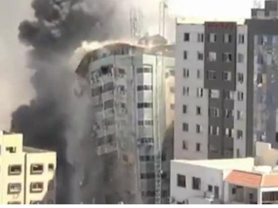 Израиль разрушил здание в Газе с офисами международных СМИ