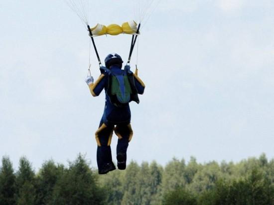 Mash: в Подмосковье неудачно приземлились два парашютиста