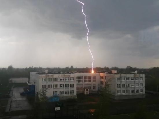 В школу в Тверской области ударила молния