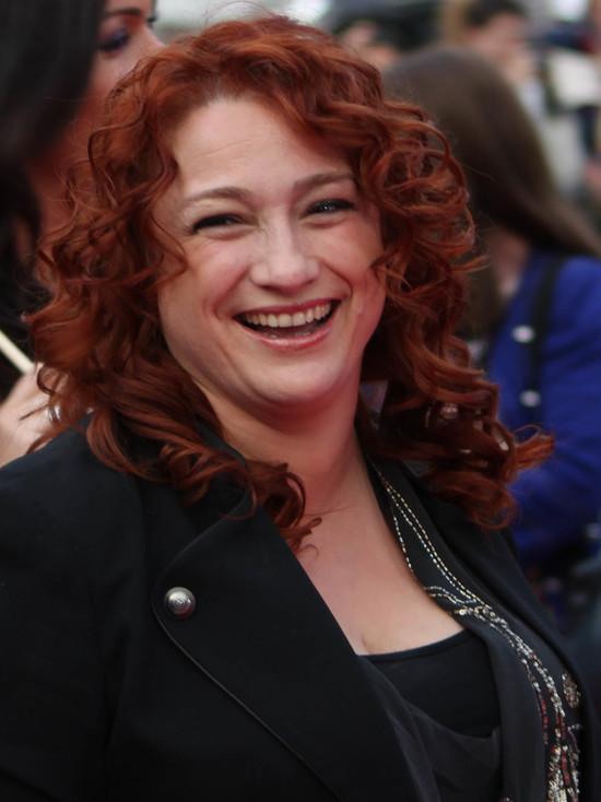 Выигравшая конкурс Евровидение-1993 певица из Ирландии Ниив Кавана пошла работать в супермаркет, после того как ее муж, музыкант Пол Мегахи, перенес тяжелый инсульт