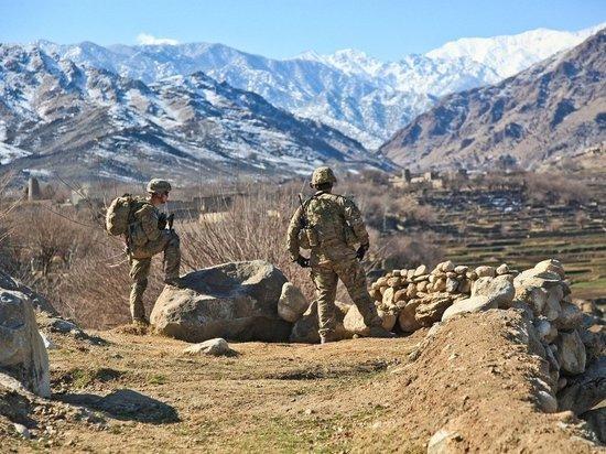 Поспешный вывод войск США из Афганистана оказался ударом для процесса перемирия в стране, заявил глава МИД Китая Ван И в ходе переговоров с пакистанским коллегой Шахом Мехмудом Куреши