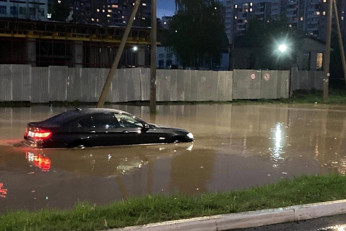 Проливной дождь, прошедший в ночь на 15 мая впечатлил последствиями жителей Костромы