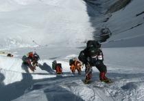 Власти Китая приняли решение отозвать ранее выданные разрешения на восхождение на Эверест с китайской стороны, опасаясь, что поднимающиеся с непальской стороны альпинисты могут быть носителем вируса