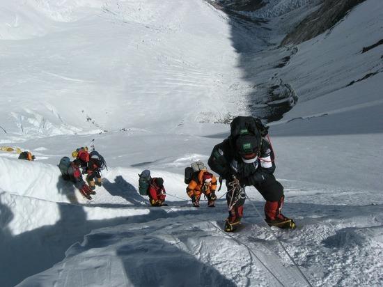 Сезон смертей открыт: на высочайшей вершине скончались два иностранных альпиниста