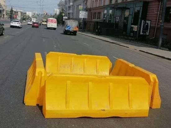 В центре Челябинска провалился асфальт на проезжей части