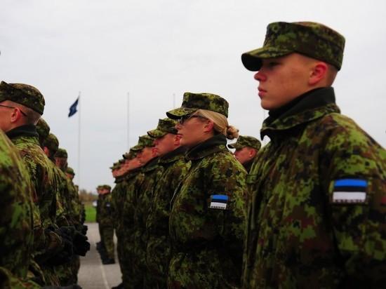 Эстонская армия решила сэкономить на оркестре и капелланах