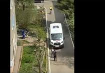 Пьяный эксгибиционист в Омске на Левом берегу пришёл на детскую площадку