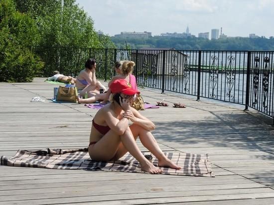 По данным Гидрометцентра, в понедельник в столичном регионе установится аномально высокая температура воздуха