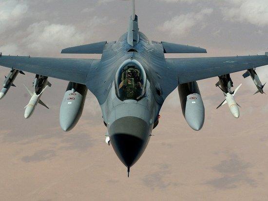 """Армия обороны Израиля наносит авиаудары по """"террористическим целям"""" в Газе"""