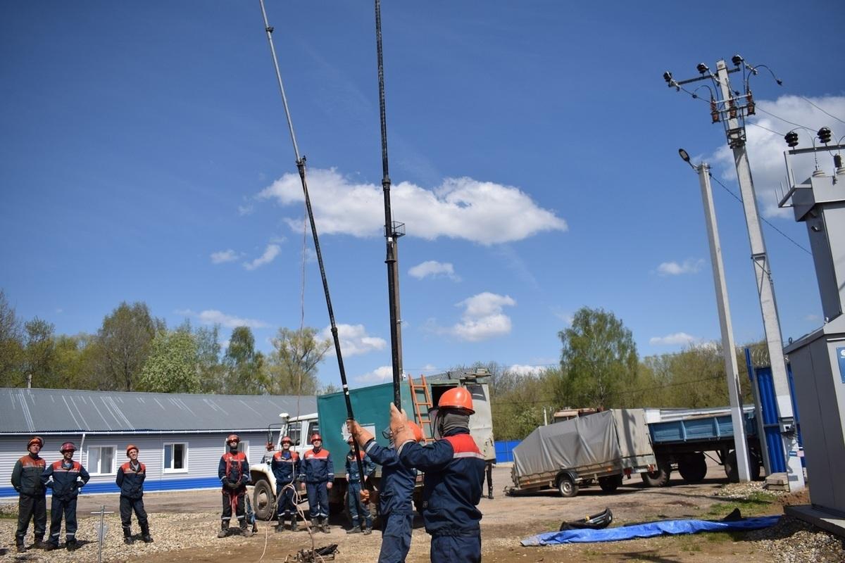 Сотрудники районов электрических сетей Костромаэнерго приняли участие в Дне охраны труда и тренировке по отработке навыков безопасной технологии производства работ