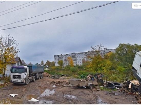 Житель Ржева устроил на своём участке стоянку для фур