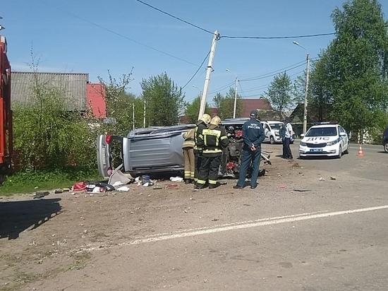 В Тверской области водитель наехал на две опоры ЛЭП и погиб