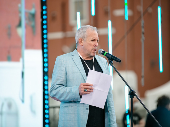 Основатель группы «Машина Времени» Андрей Макаревич продолжает гастролировать по Украине с проектом УО5