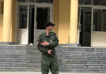 Ученики казанской гимназии, где 11 мая Ильназ Галявиев устроил бойню, в понедельник впервые после трагедии пришли на уроки в соседнюю школу