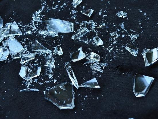 Упавшее с 10 этажа оконное стекло серьезно поранило двух москвичек на Можайском шоссе