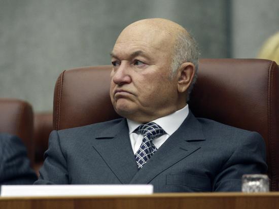 Подписавшиеся считают правильным дать его имя московской улице или площади