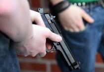 В выходные двое подростков стреляли из пневматического оружия с балкона последнего этажа многоэтажного дома