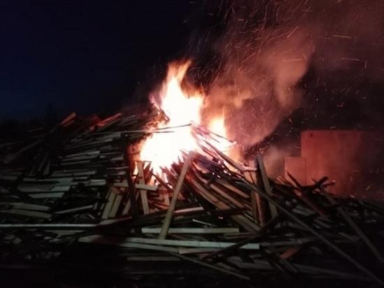 Ночью в Няндоме произошёл пожар на лесообрабатывающем предприятии
