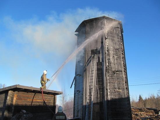 В Устьянском районе треть посёлка осталась без воды из-за пожара на водонапорной башне