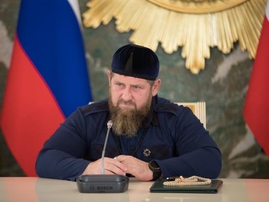 Глава Чечни Рамзан Кадыров во время прямого эфира в Instagram 17 мая пригрозил уничтожить подписчика, назвавшего его «шайтаном»