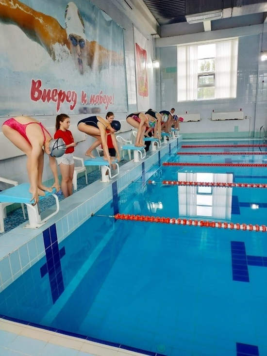 Две сотни пловцов приняли участие в открытом первенстве Серпухова