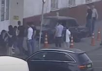 Три девушки пострадали в результате ДТП на Волгоградском проспекте, где автомобиль выехал на тротуар и сбил пешеходов