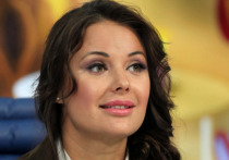 Бывшая «Мисс Вселенная» Оксана Федорова опубликовала на своей странице в Instagram новое фото, сделанное на заднем сиденье в салоне машины