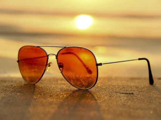 Офтальмолог рассказала, как выбрать безопасные солнечные очки