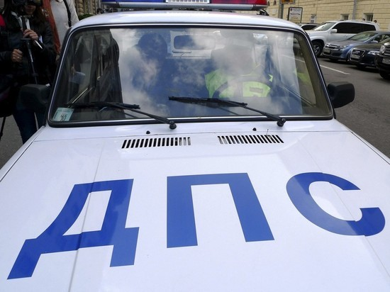 В Москве машина сбила троих пешеходов на тротуаре