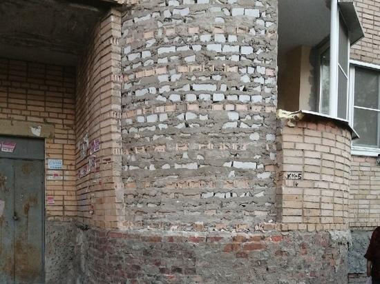 В Рязани в жилом многоквартирном доме обвалился фасад