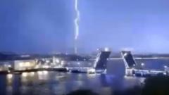 Молния попала в телебашню в Петербурге: видео
