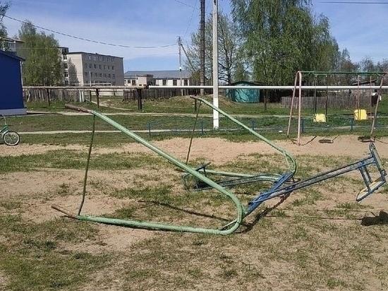 Любимов поручил проверить детские площадки в Рязанской области