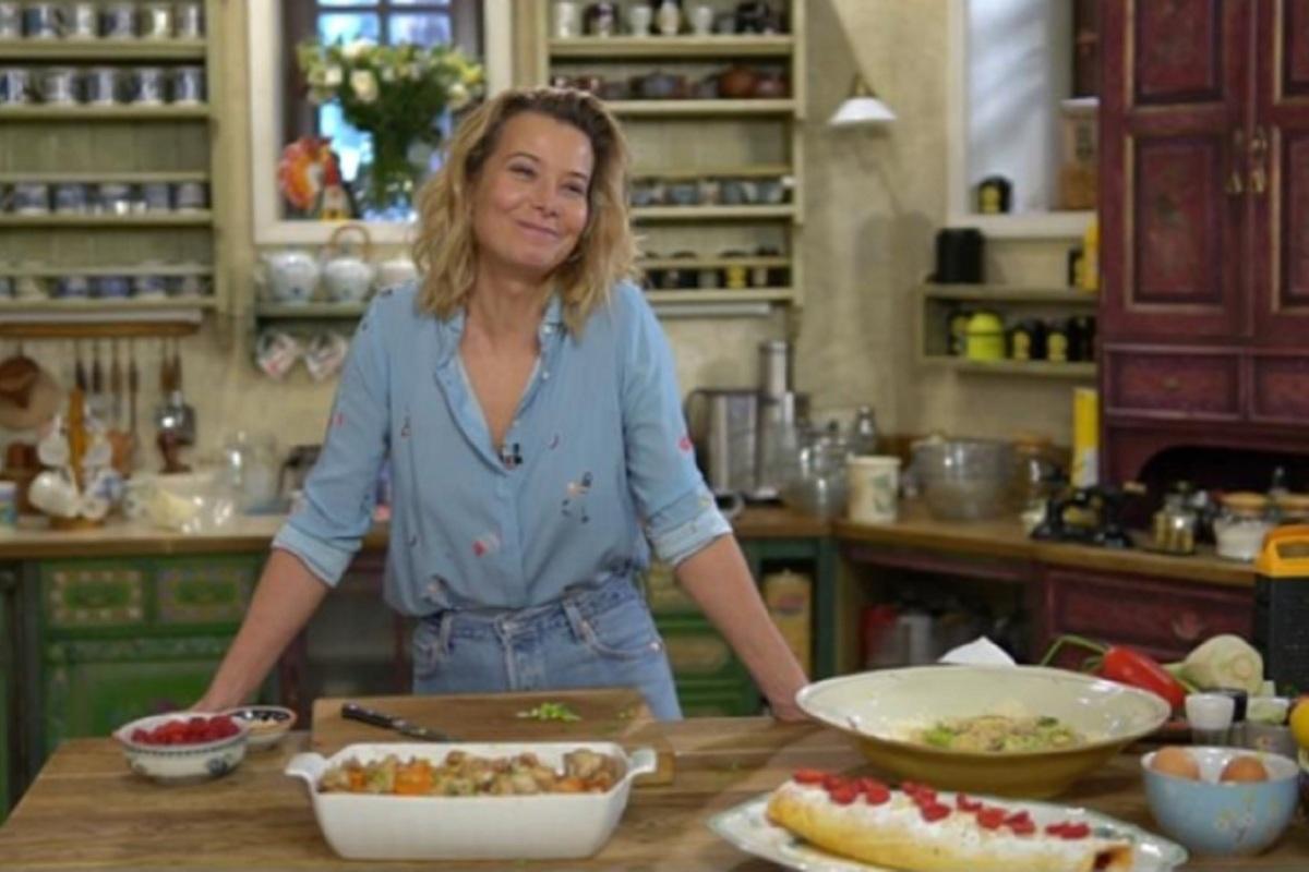 Юлия Высоцкая дала простой рецепт настоящего малинового наслаждения