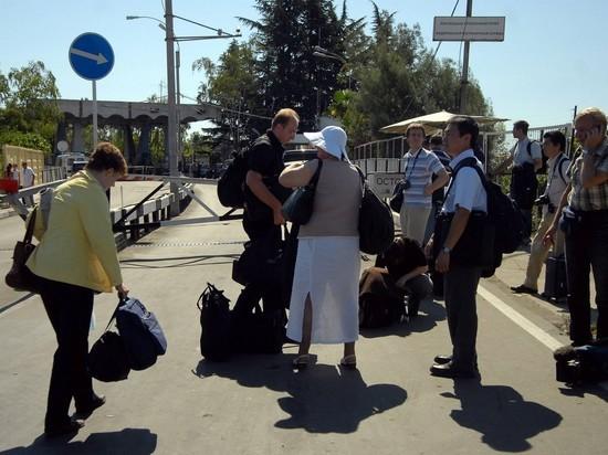 Абхазия упростила пограничный досмотр для туристов из России