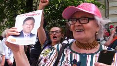 Сторонники Платошкина устроили флешмоб из кричалок возле суда