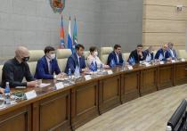 В мэрии Барнаула состоялось совещание, в котором приняли участие местные депутаты и чиновники.