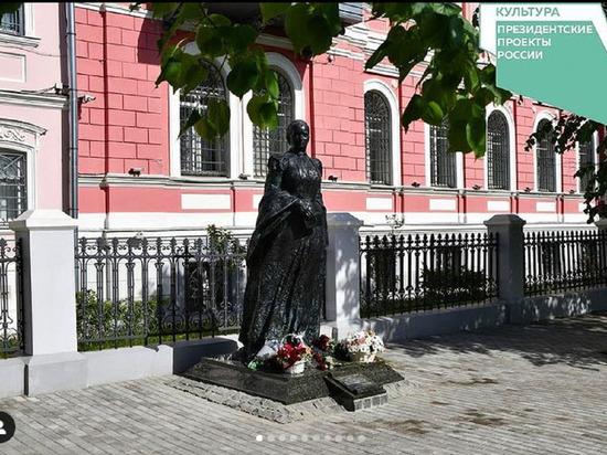 Памятник Анне Мараевой открыли в Серпухове.