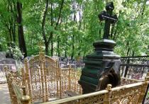 Могилу матери знаменитого художника Александра Шилова на Ваганьковском кладбище разорили неизвестные вандалы