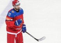 «Динамо» в среду, 19 мая, объявило о подписании контракта с 31-летним защитником Вячеславом Войновым. Руководство московского клуба уверено, что хоккеист поможет команде, несмотря на то, что тот не играл год, а его главная мечта — вернуться в Национальную хоккейную лигу (НХЛ).