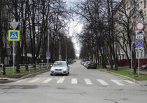 Московские коммунальщики приступили к удалению желтой краски с разметки пешеходных переходов