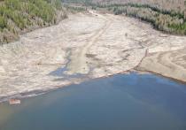 В Саяно-Шушенском водохранилище затонуло судно, загрязнив его нефтепродуктами