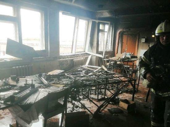 40 человек эвакуировали спасатели из-за пожара в административном здании в Чебоксарах