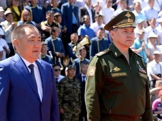 Экс-глава Тувы поздравил Сергея Шойгу с днем рождения