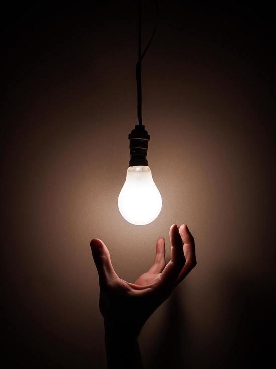Полностью восстановить электроснабжение в Псковской области намерены к выходным