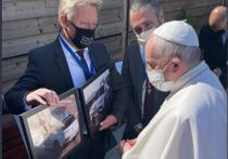 Fisker заказали первый электрический папамобиль для Папы Римского
