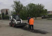 В Абакане ремонтируют ямы на четырех улицах