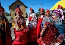 В его волнующих напевах слышны родные голоса далеких предков, призывающие нас любить и уважать свою землю, культуру, язык, быть достойными продолжателями славных деяний дедов и отцов, сказал о «Каравоне» Рустам Минниханов